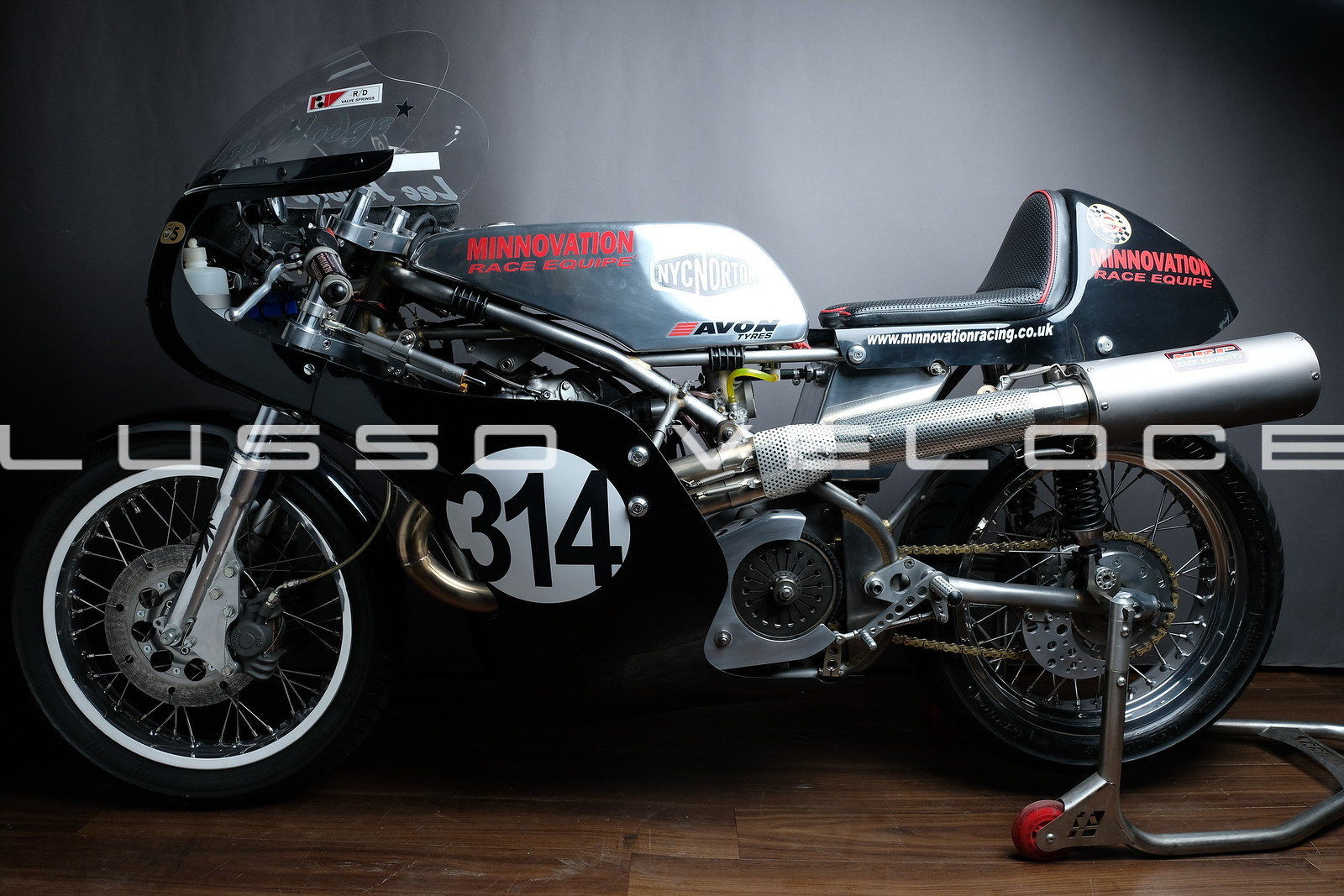1972 Norton Seeley Commando 750 race bike For Sale (picture 2 of 20)
