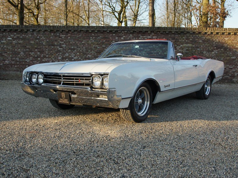 1966 Oldsmobile Dynamic 88 Convertible only 29.710 original miles For Sale (picture 1 of 6)