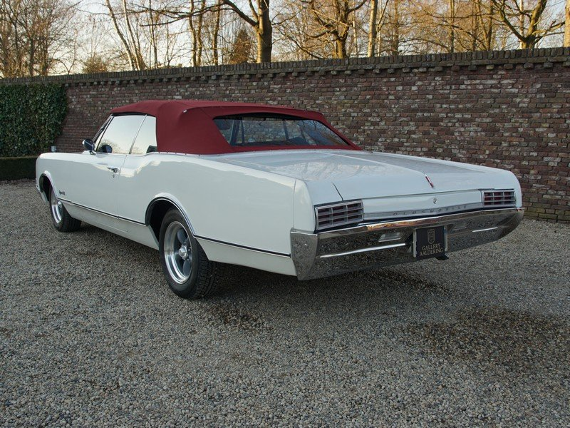 1966 Oldsmobile Dynamic 88 Convertible only 29.710 original miles For Sale (picture 2 of 6)