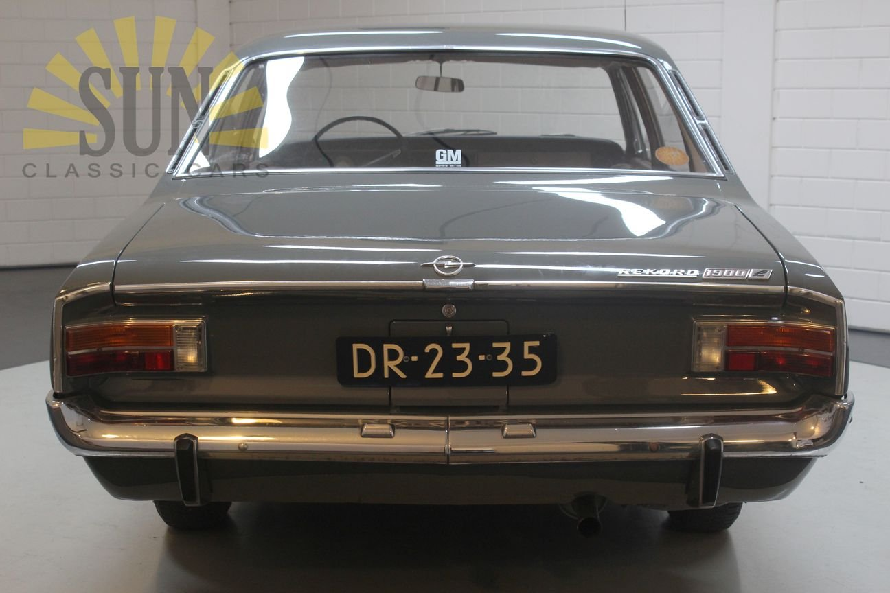 Opel Rekord 1900 1967, in original condition. For Sale (picture 2 of 6)