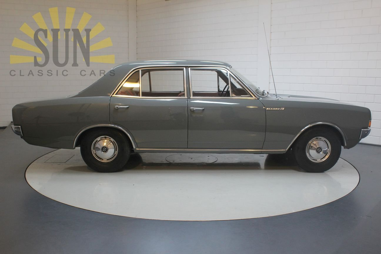 Opel Rekord 1900 1967, in original condition. For Sale (picture 3 of 6)