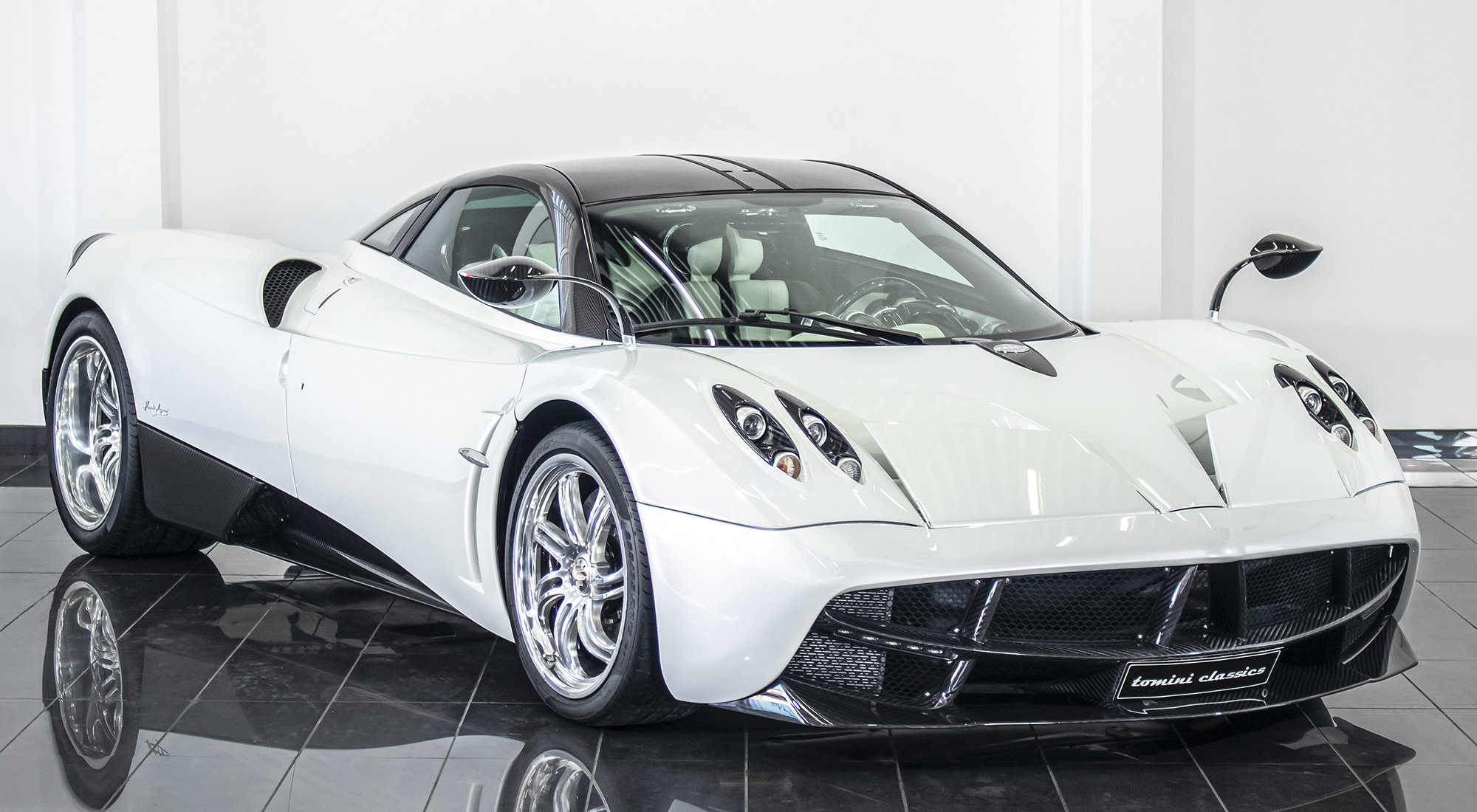 Pagani Huayra - White Edition (2013) For Sale (picture 1 of 6)