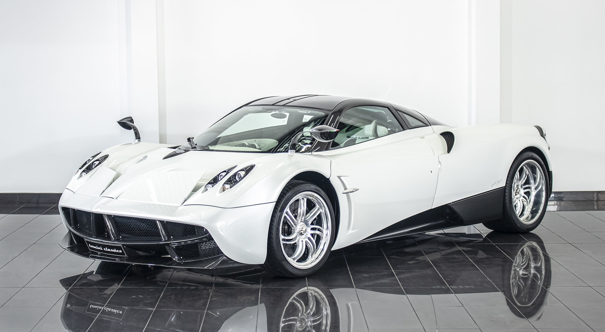 Pagani Huayra - White Edition (2013) For Sale (picture 2 of 6)