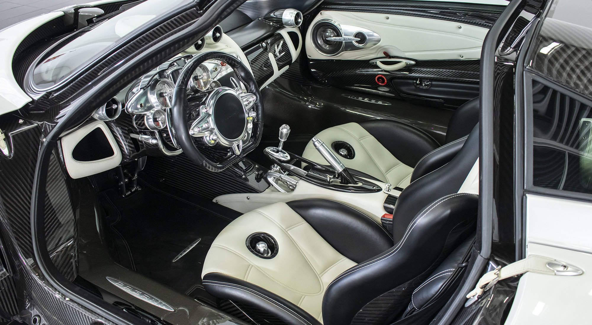 Pagani Huayra - White Edition (2013) For Sale (picture 4 of 6)