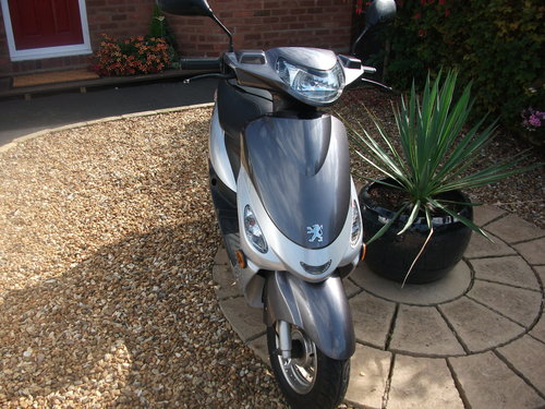 2013 Peugot V Clic Moped SOLD (picture 1 of 6)