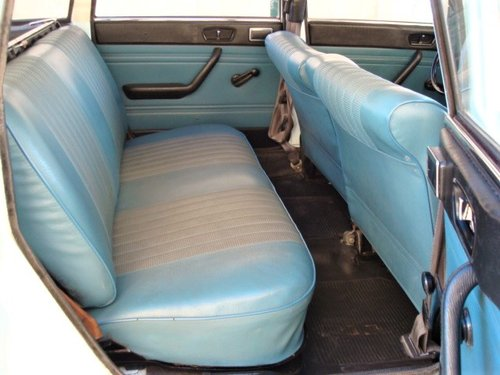 1971 Peugeot 204 Break (petrol) For Sale (picture 4 of 6)