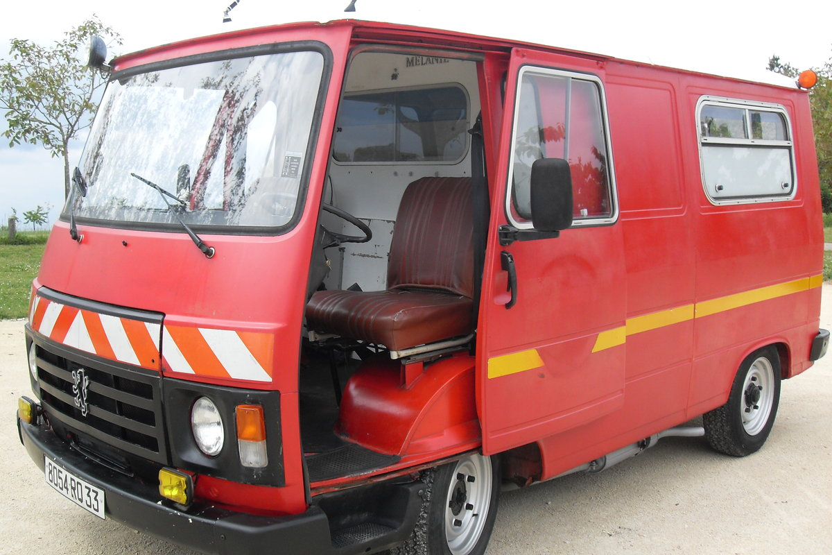 1983 CLASSIC PEUGEOT J9 VAN / VINTAGE FOOD TRUCK / CATE SOLD (picture 1 of 6)