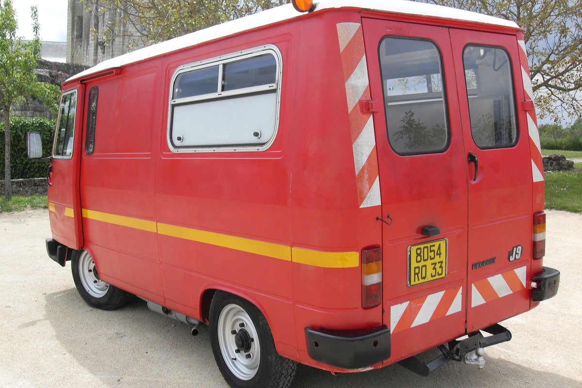 1983 CLASSIC PEUGEOT J9 VAN / VINTAGE FOOD TRUCK / CATE SOLD (picture 3 of 6)
