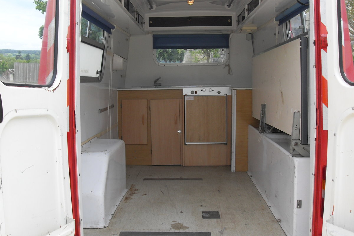 1983 CLASSIC PEUGEOT J9 VAN / VINTAGE FOOD TRUCK / CATE SOLD (picture 5 of 6)