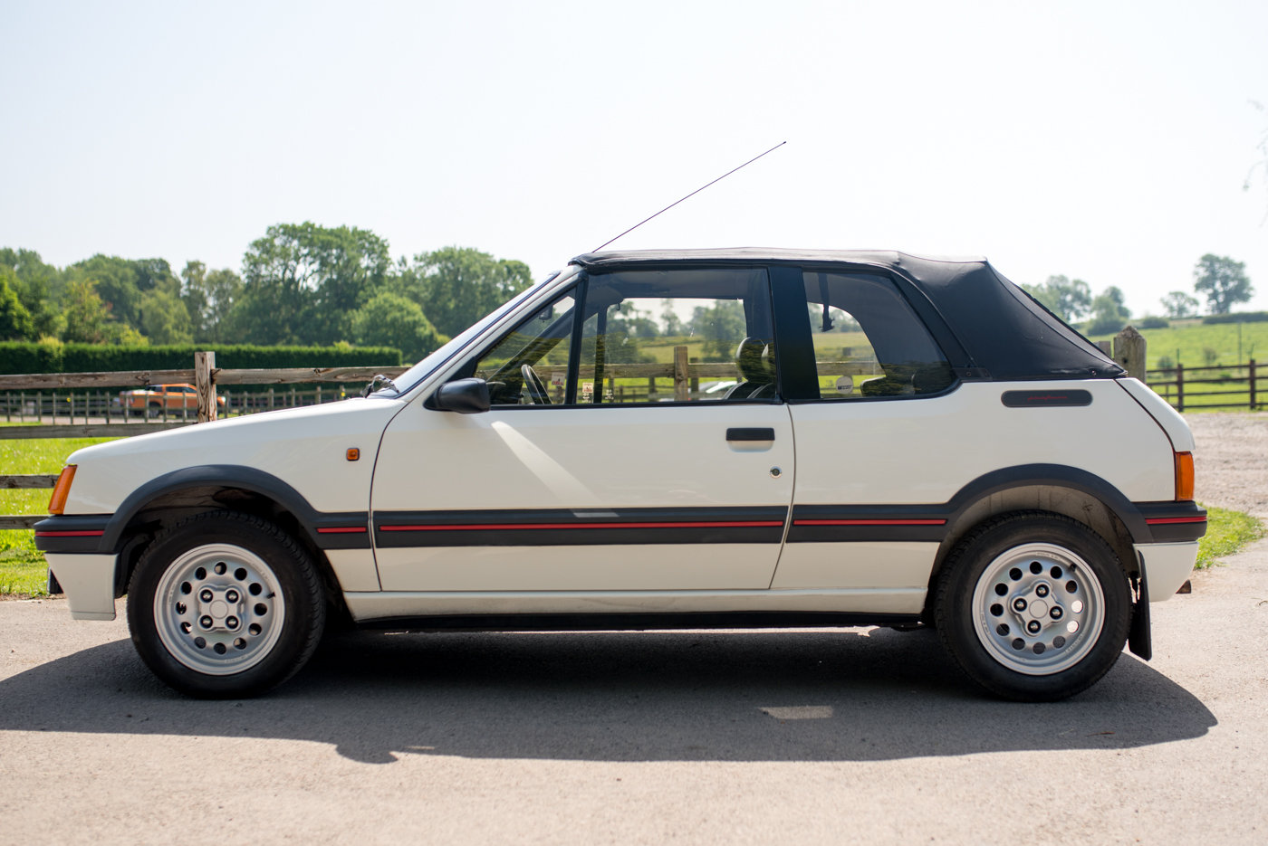 1988 Peugeot 205 CTI 1.6 Convertible For Sale (picture 2 of 6)