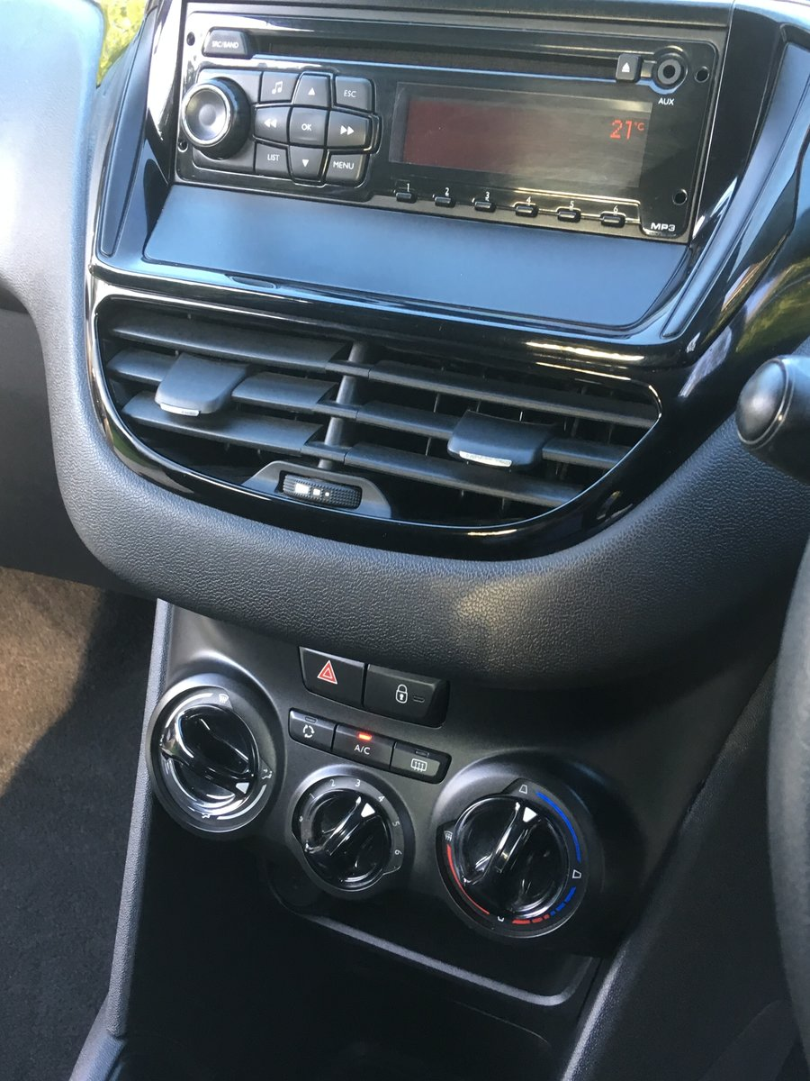 2012 Peugeot 208 1.4 HDi Road-tax exempt For Sale (picture 4 of 6)