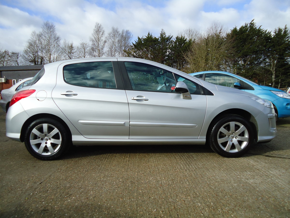 0858 LOW MILEAGE / VERY NICE SPECIFICATION For Sale (picture 3 of 6)