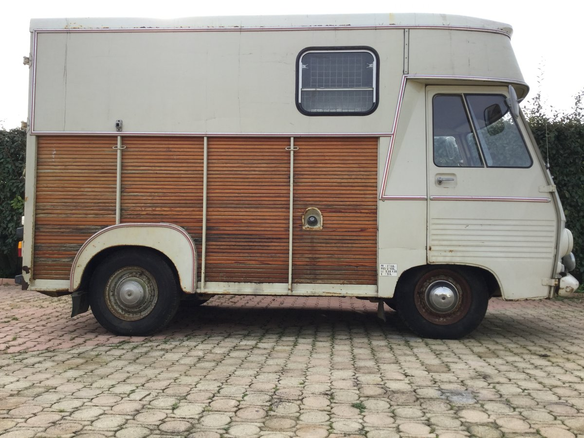 1975 Peugeot J7 horsebox, petrol engine For Sale (picture 1 of 6)