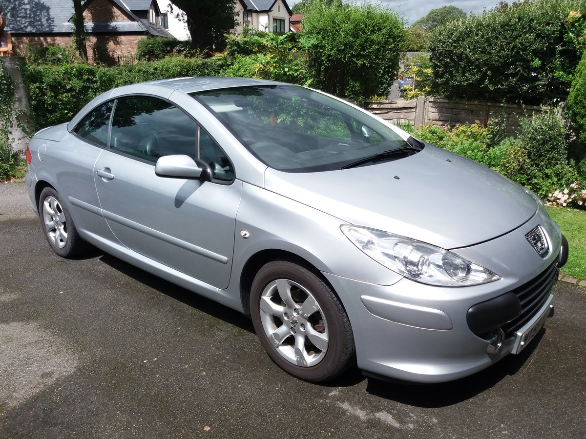 2005 Peugeot 307 CC 2.0 16v S 2dr, Excellent For Sale (picture 1 of 6)