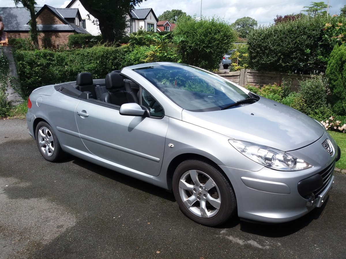 2005 Peugeot 307 CC 2.0 16v S 2dr, Excellent For Sale (picture 2 of 6)