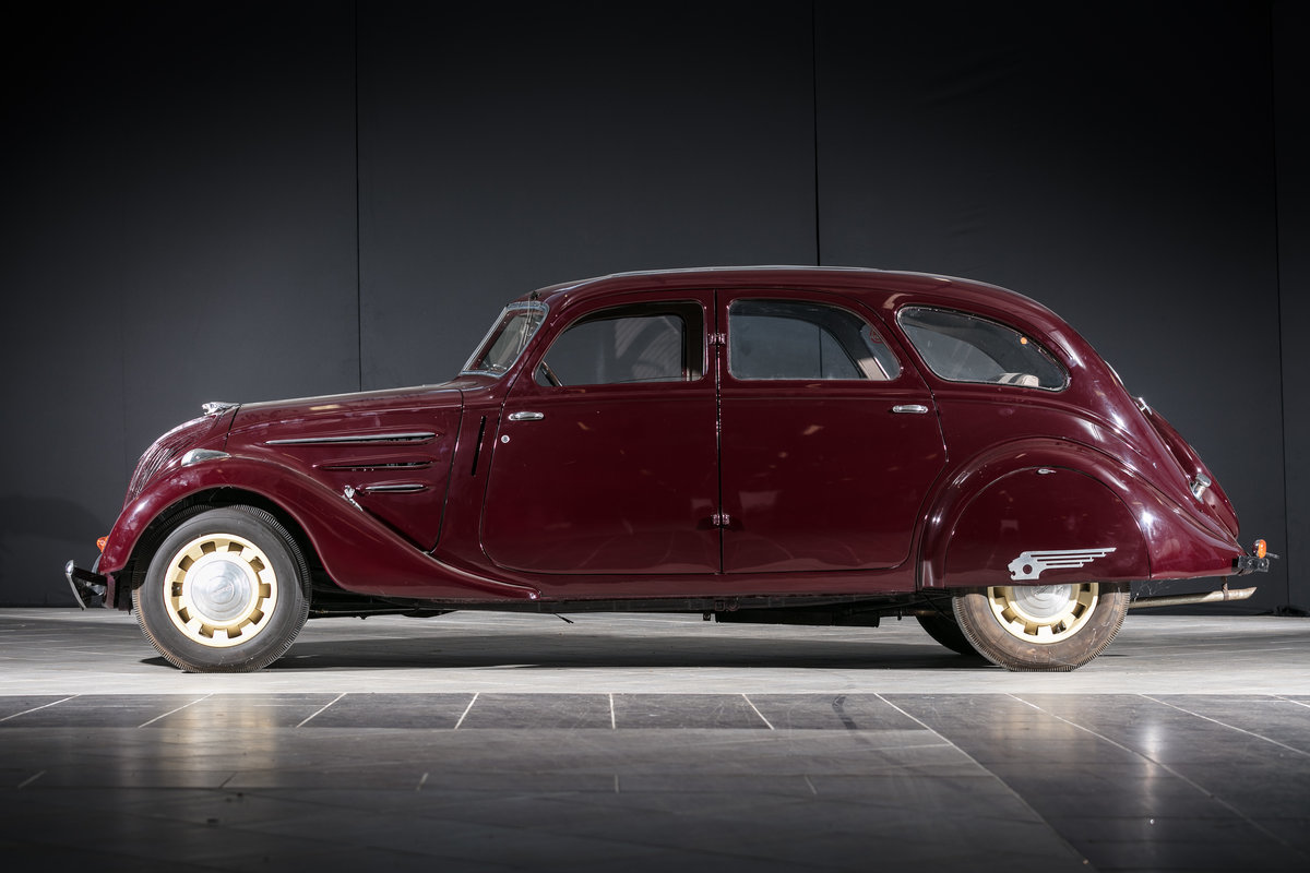 1939 Peugeot 402 Limousine - No reserve For Sale by Auction (picture 3 of 6)
