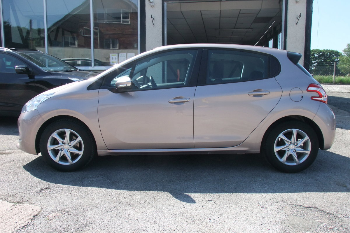 2013 PEUGEOT 208 1.4 ACTIVE E-HDI 5DR AUTOMATIC SOLD (picture 2 of 6)