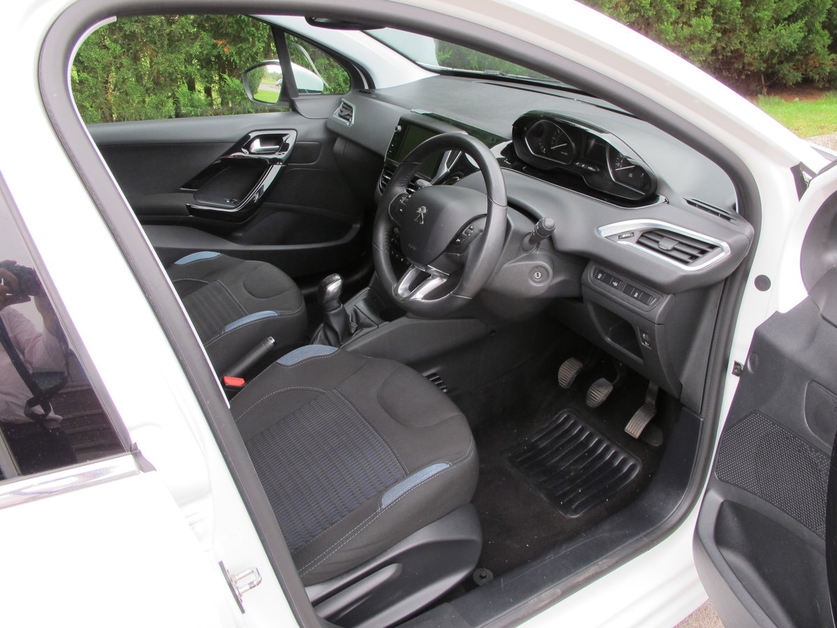 2015 Peugeot 208 1.2 Allure 5dr Manual For Sale (picture 2 of 6)