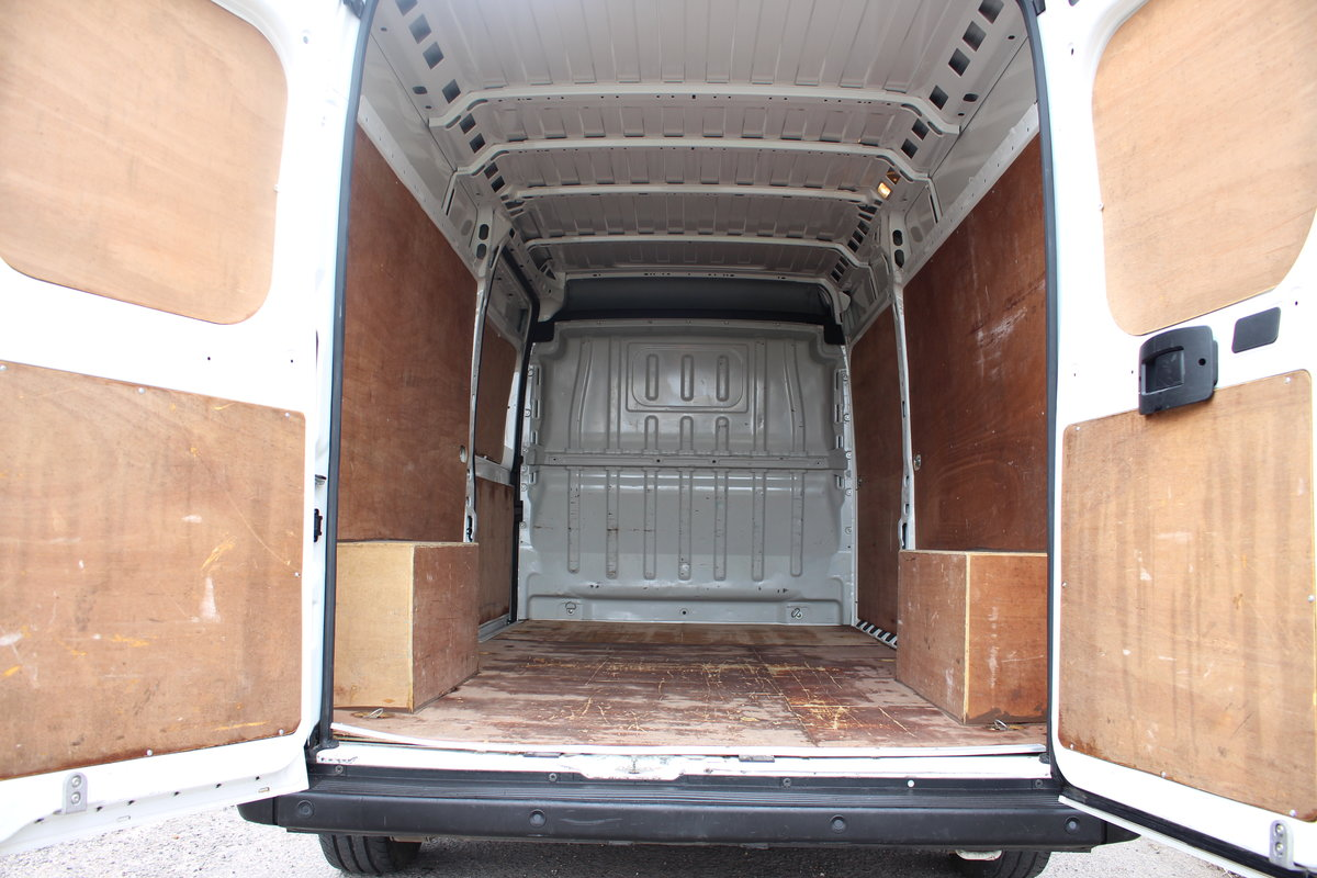 2019 ,19 REG PEUGEOT BOXER 2.0 BLUE HDI 335 L3H2 For Sale (picture 5 of 12)