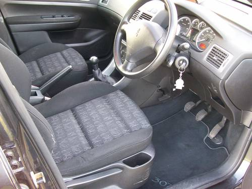 Peugeot 307 S 1.4 HDI Diesel Black 5 door For Sale For Sale (picture 4 of 6)