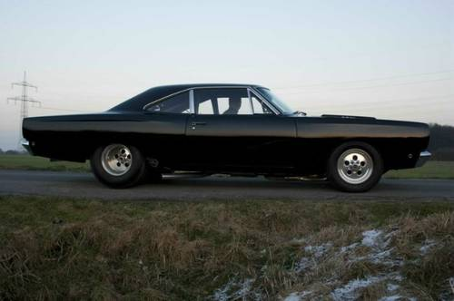 1968 Plymouth Roadrunner + 426 HEMI triple-black For Sale (picture 1 of 6)