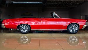 1965 Pontiac GTO Convertible 389 Tri-Power (3X2bbl carbs)