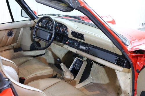 Sensibly priced 1986 Porsche 911 Carrera 3.2 Cabriolet  SOLD (picture 3 of 6)