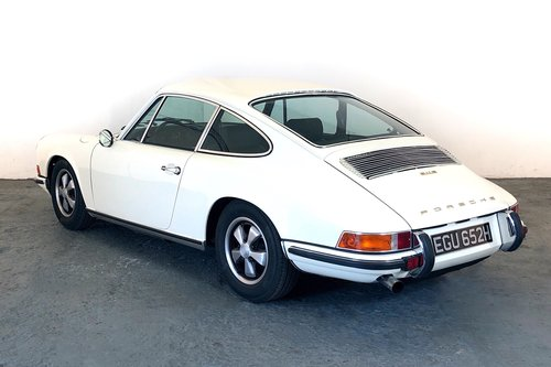 1970 Porsche 911E Sportomatic. Fully Restored. Stunning SOLD (picture 2 of 6)