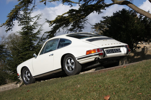 1970 Porsche 911E Sportomatic. Fully Restored. Stunning SOLD (picture 4 of 6)