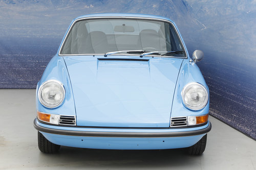 1971 Porsche 911 T 2.2 Coupe S-Trim SOLD (picture 2 of 6)