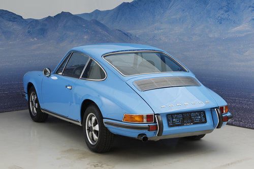 1971 Porsche 911 T 2.2 Coupe S-Trim SOLD (picture 3 of 6)
