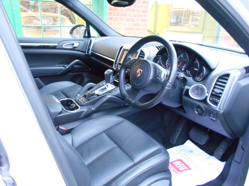 2011 Porsche Cayenne V6 D Tiptronic  SOLD (picture 4 of 6)