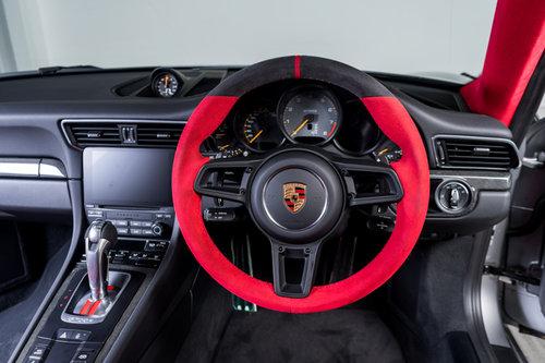 PORSCHE 911 GT2 RS 2018/18 For Sale (picture 3 of 6)