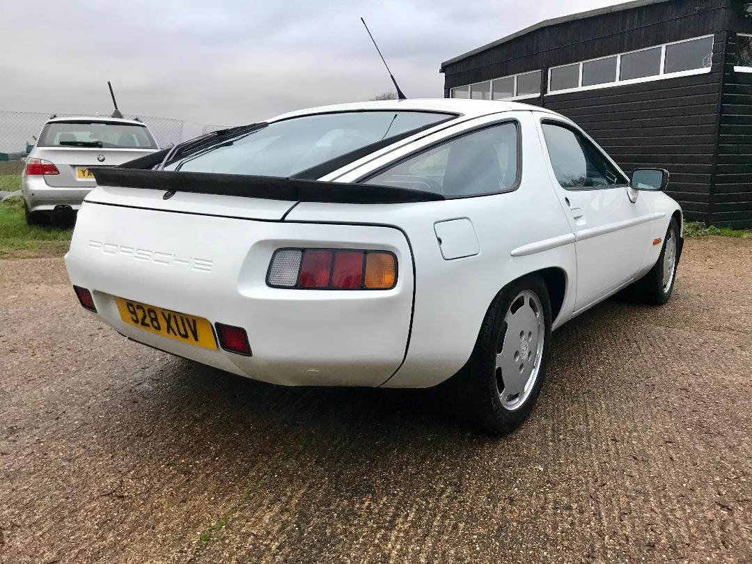 Porsche 928 S2 1986 with only 96,000 miles FSH Immaculate ! For Sale (picture 5 of 6)