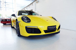 Picture of 2018 nearly new, in Racing Yellow, 7 Speed Manual SOLD