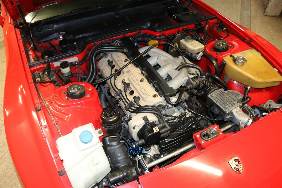 1989 PORSCHE 944S2 COUPE IN GAURDS RED For Sale (picture 4 of 6)
