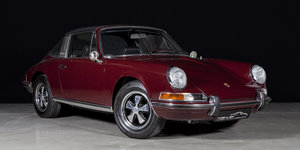 Fully restored 1971 Porsche 911 2.2 T Targa burgundy For Sale