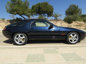 1988 LHD Porsche 928 S4 / MANUAL Blue / LEFT HAND DRIVE For Sale