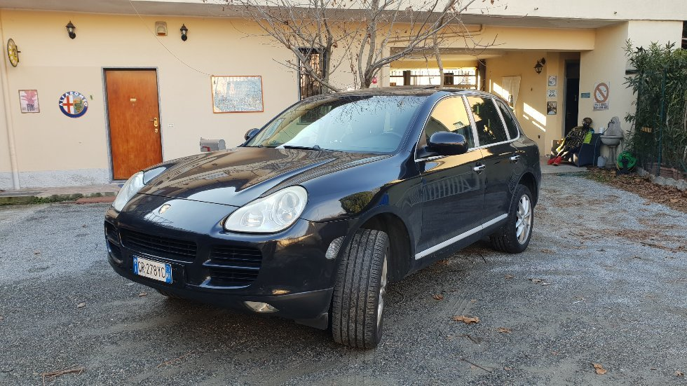 2005 wonderful porsche cayenne For Sale (picture 1 of 6)