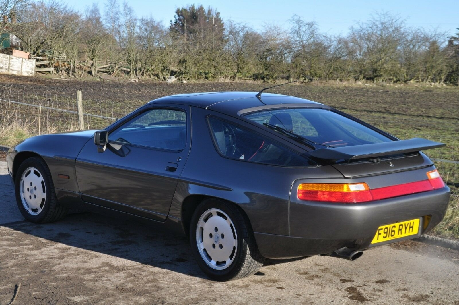 1989 PORSCHE 928S 4 / 928 S LOVELY CLASSIC CAR  For Sale (picture 1 of 6)