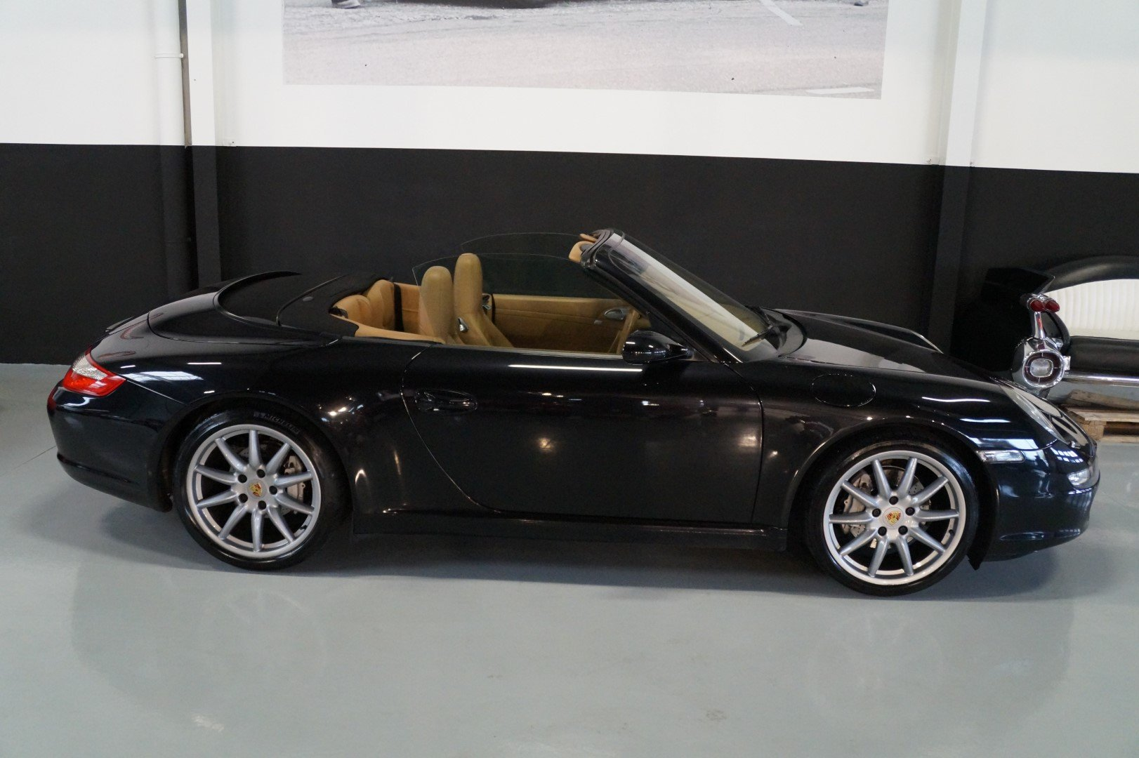 PORSCHE 911 997 Carrera 2 Convertible MANUAL!!! (2006) For Sale (picture 2 of 6)