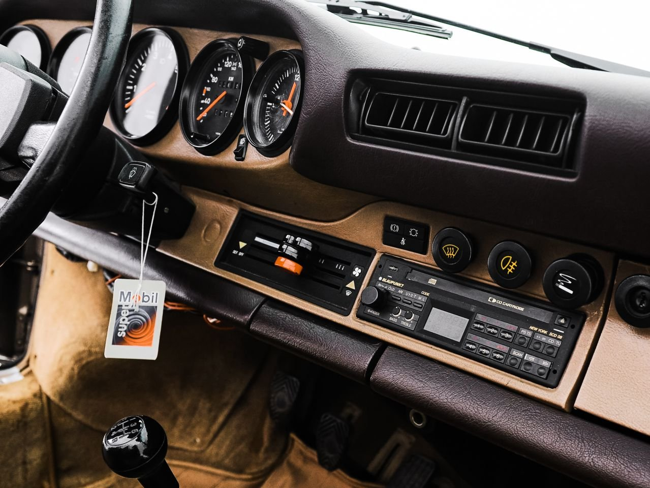 1984 PORSCHE 911 3.2 CARRERA CABRIOLET For Sale by Auction (picture 3 of 6)