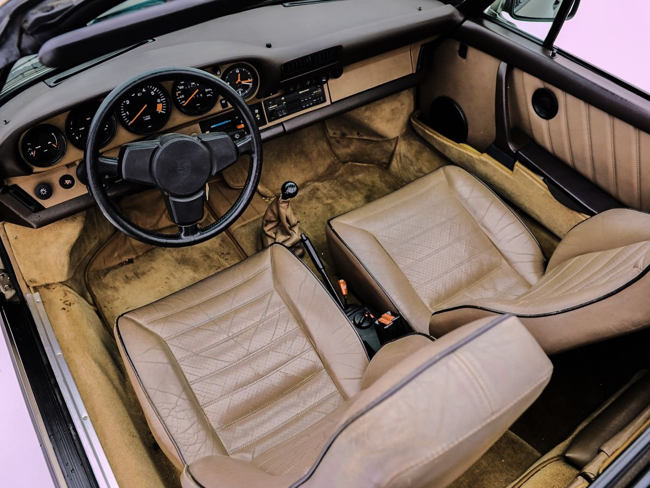 1984 PORSCHE 911 3.2 CARRERA CABRIOLET For Sale by Auction (picture 5 of 6)