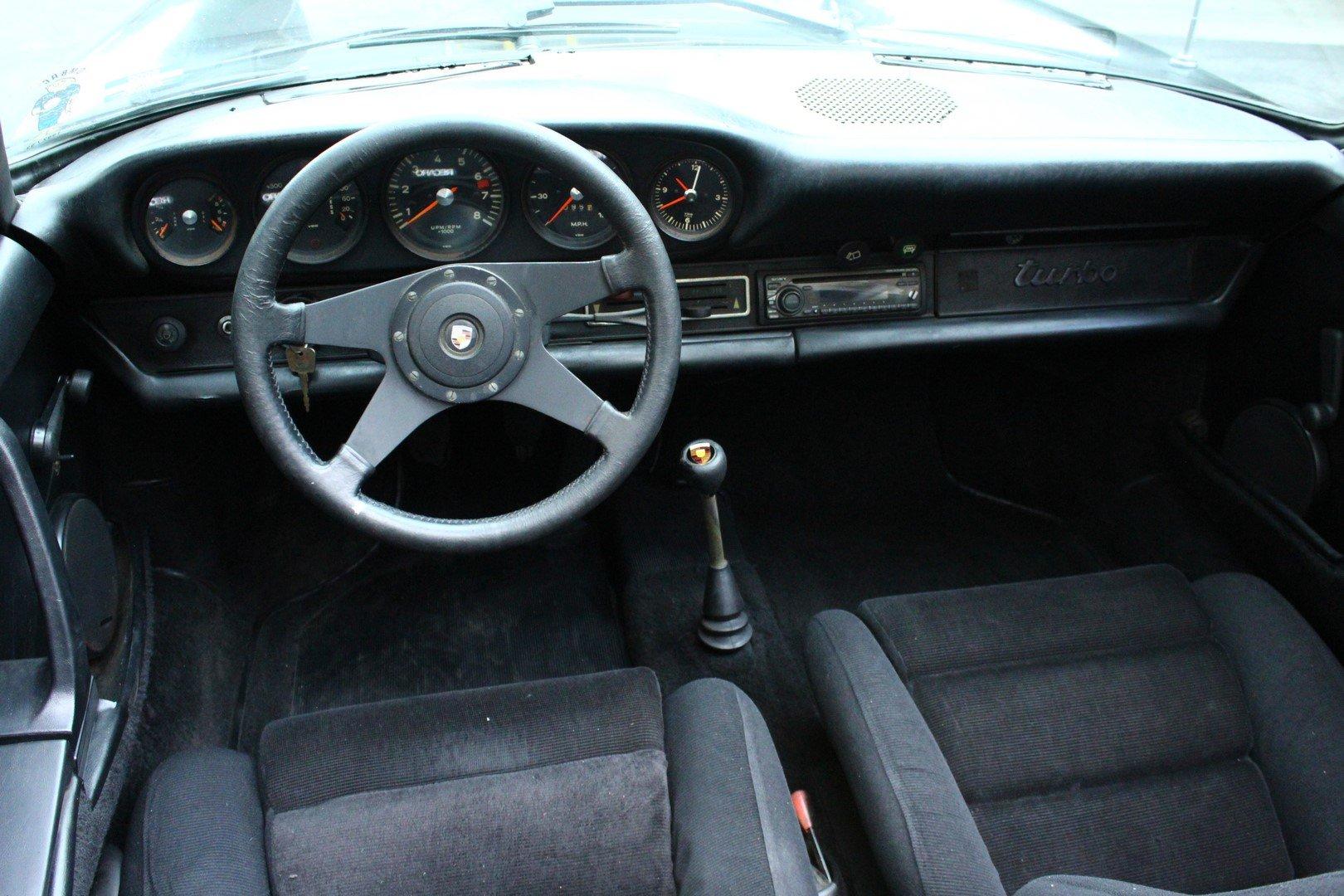 1969 PORSCHE 911 TARGA SOLD (picture 3 of 6)