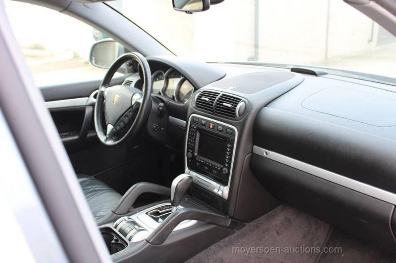 2003 PORSCHE Cayenne S  For Sale by Auction (picture 4 of 6)