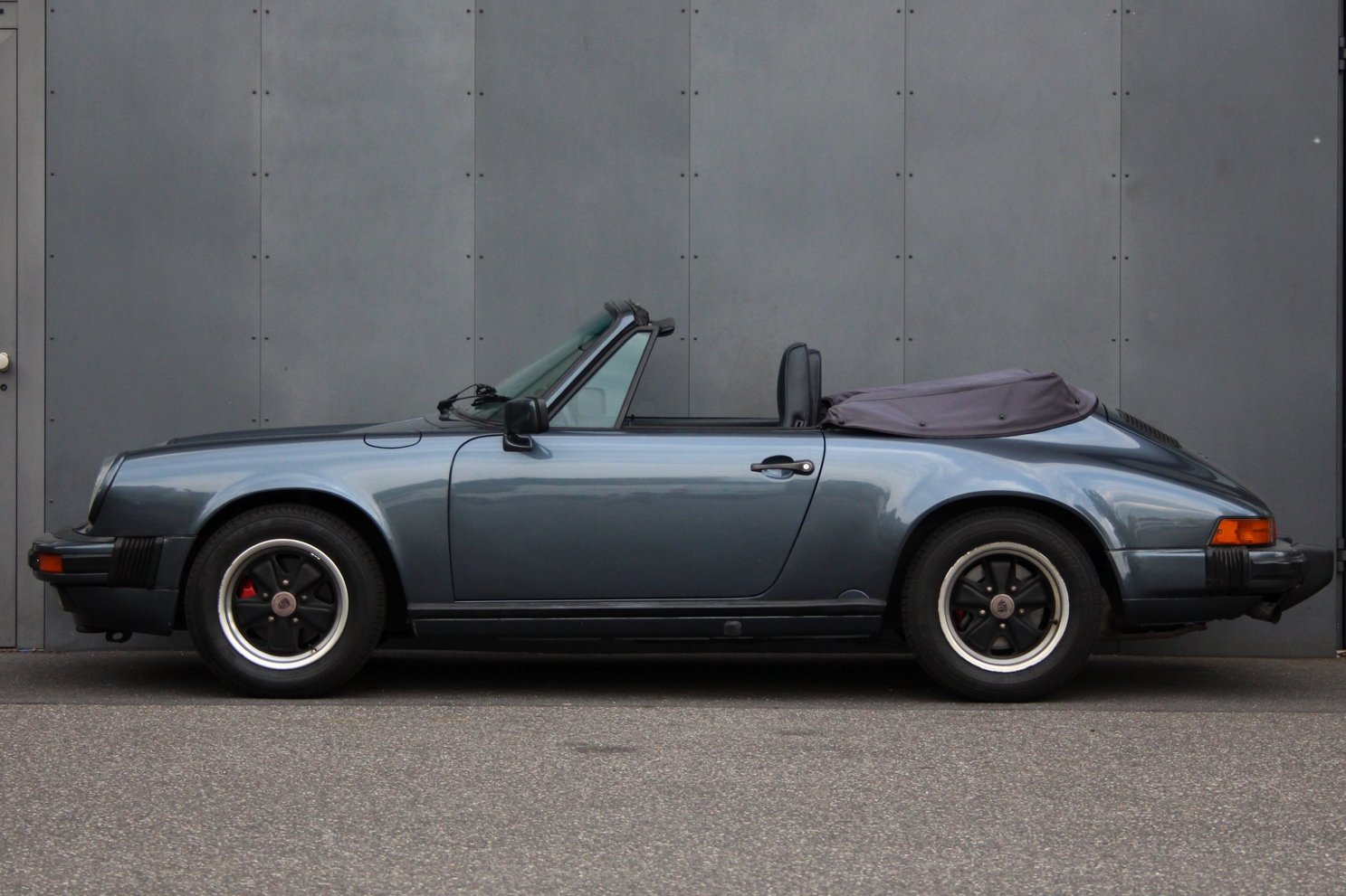 1987 Porsche 911 3.2 Carrera Cabriolet G50 Getriebe LHD For Sale (picture 5 of 6)