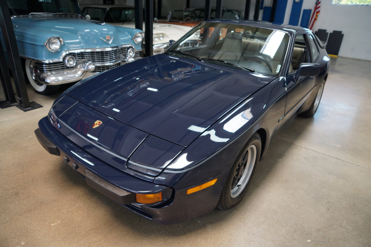 1985 Porsche 944 5 spd with 15K orig miles & orig paint For Sale (picture 1 of 6)