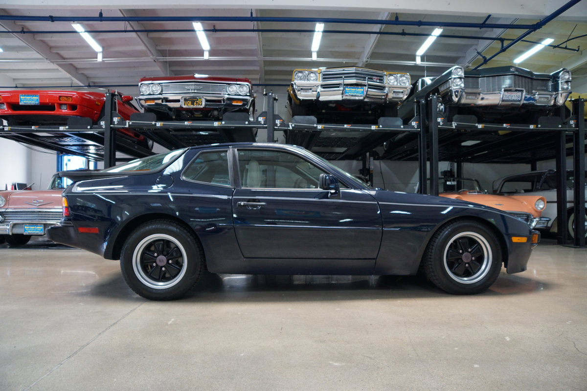 1985 Porsche 944 5 spd with 15K orig miles & orig paint For Sale (picture 3 of 6)