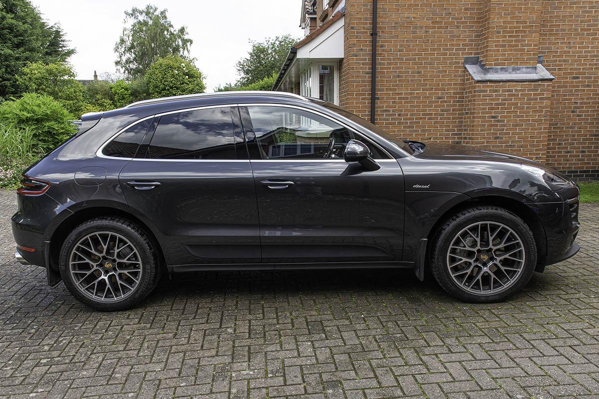 2016 Porsche Macan SD. Volcano Grey, £13k Extras For Sale (picture 3 of 6)