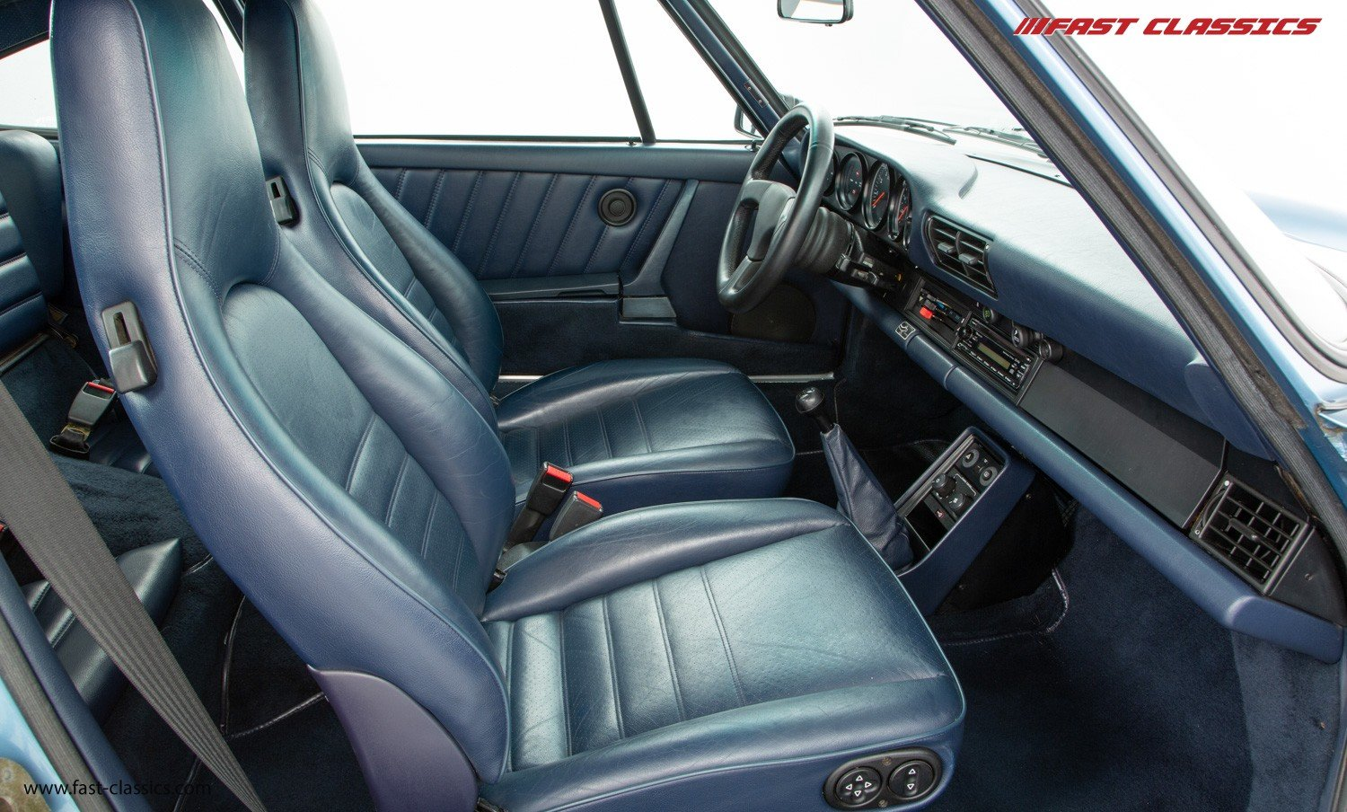 1986 PORSCHE 911 CARRERA 3.2 // IRIS BLUE WITH BLUE LEATHER  For Sale (picture 5 of 6)